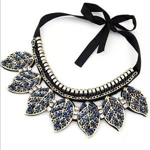 Leaf stone necklace